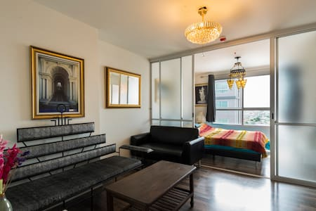Spacious apartment near attractions - Huoneisto