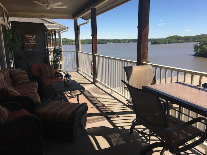 3BR/3BA Top Floor Great view Condo+Boat Slip