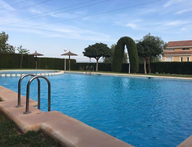 Se alquilan habitaciones dobles con piscina - Montcada - Complexo de Casas
