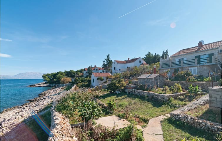 Holiday apartment next to the beach - Postira, Kroatien