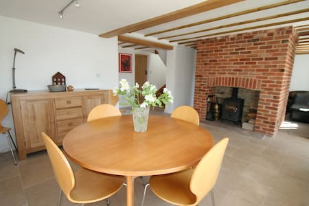Period cottage, modern conversion, historic Orford