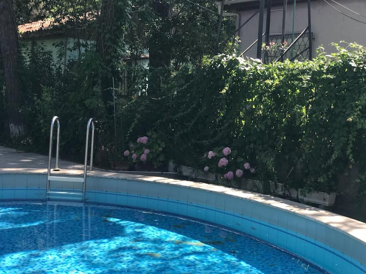 2 villas with private pool, big garden 3min walk