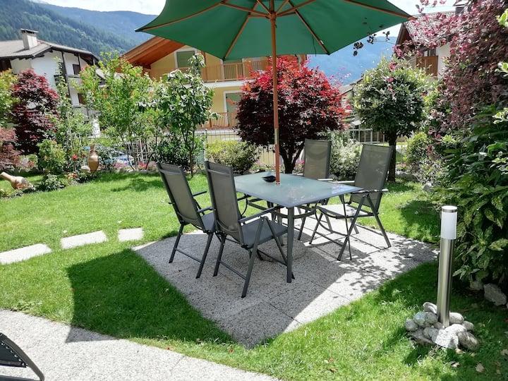 Appartamento con giardino a Carisolo
