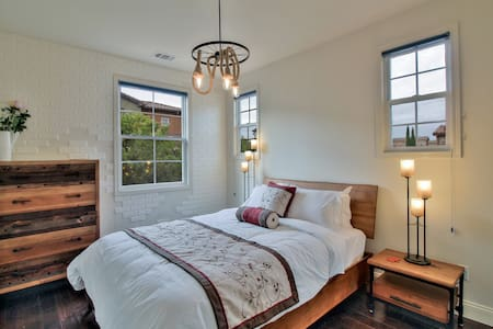 ⭐️Luxury Private Room Queen Bed near BART Business