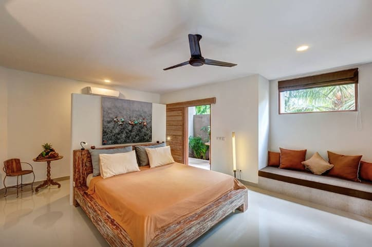 Superior Room (#7) in Ganesh Lodge - Manggis - Bed & Breakfast