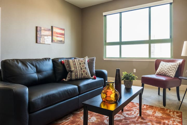 Skyline Views @ 1BR Loft + Parking | By Market Sq
