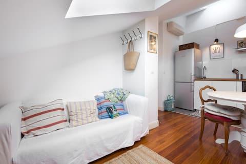 Penthouse -Quiet loft 5min center/beach. Park/wifi