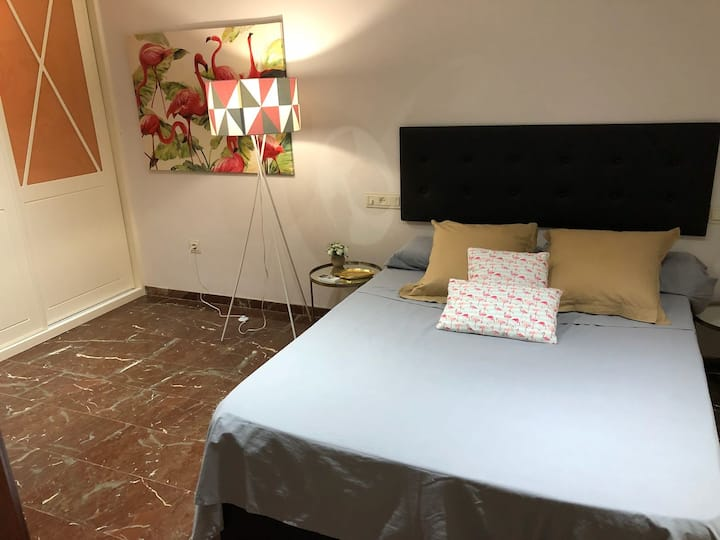 Apartamento. Parking, 2 dorm, 2 baños, wifi.