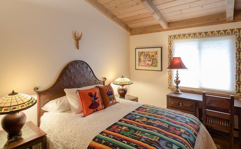 The Pajarito House- Pinon Private Room