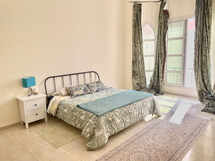 Spacious private room in beautiful villa