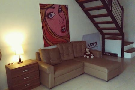 Amazing house near bars and iMax - Angeles - Hus