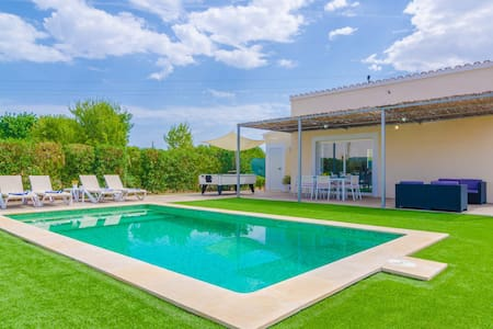 NOGUER - Wonderful villa with a beautiful exterior area including a private pool and billiard. Free WiFi