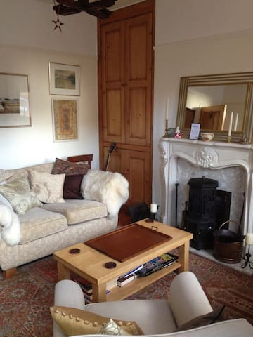 Warm and Welcoming Edwardian Stone Terrace - Barnsley - House
