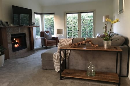 Private Room and Bath in Cozy, Stylish Home - Encinitas - Radhus