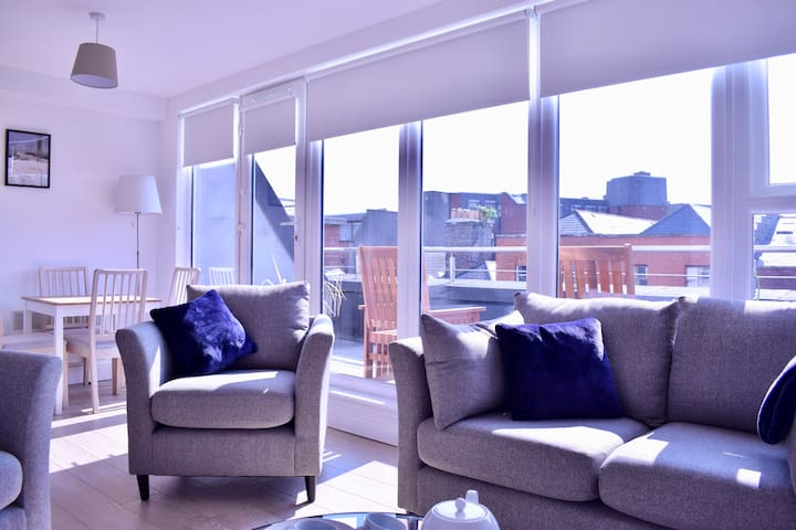 Modern and Spacious 2 Bed Apt in Central Dublin