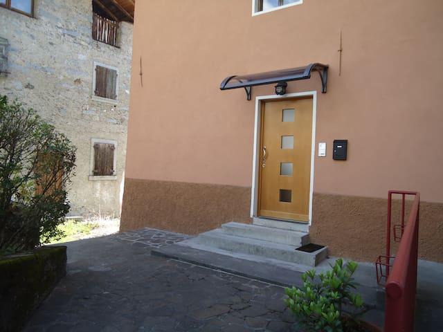 Bilocale tranquillo e confortevole - Tione di Trento - Apartament