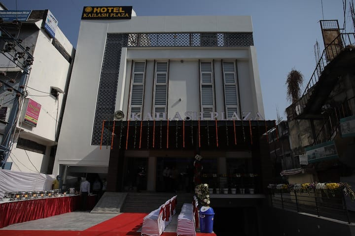 Hotel Kailash Plaza With Executive Room