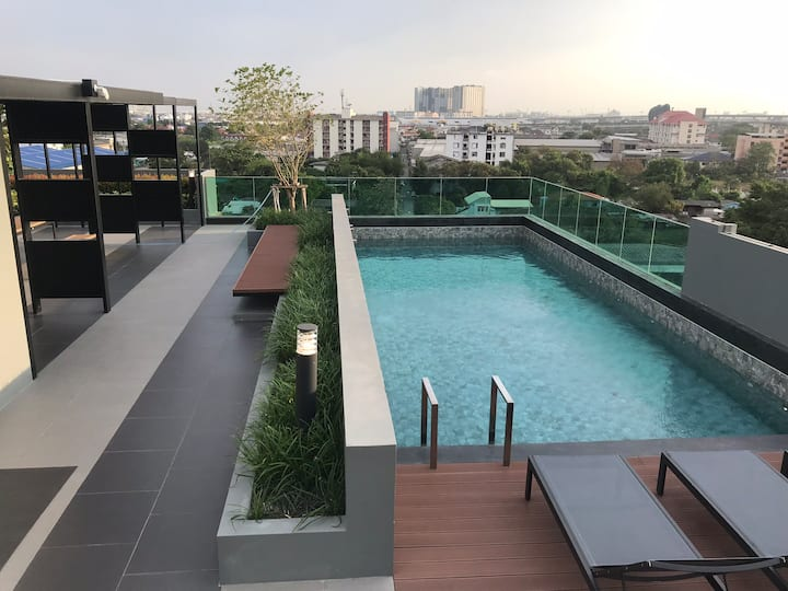 Rooftop pool 1 BR Flat • walk to Skytrain • 100M