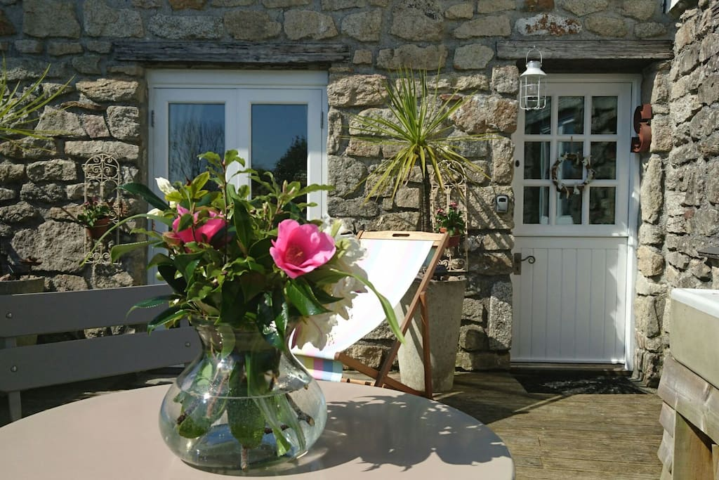 Flowers on arrival from the garden.  Why not have an Alfresco breakfast.