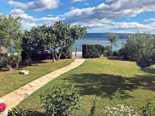 Vacation room by the sea ANA