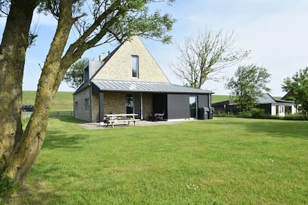 Traditional and modern fishing holiday home near the Frisian city of Franeker
