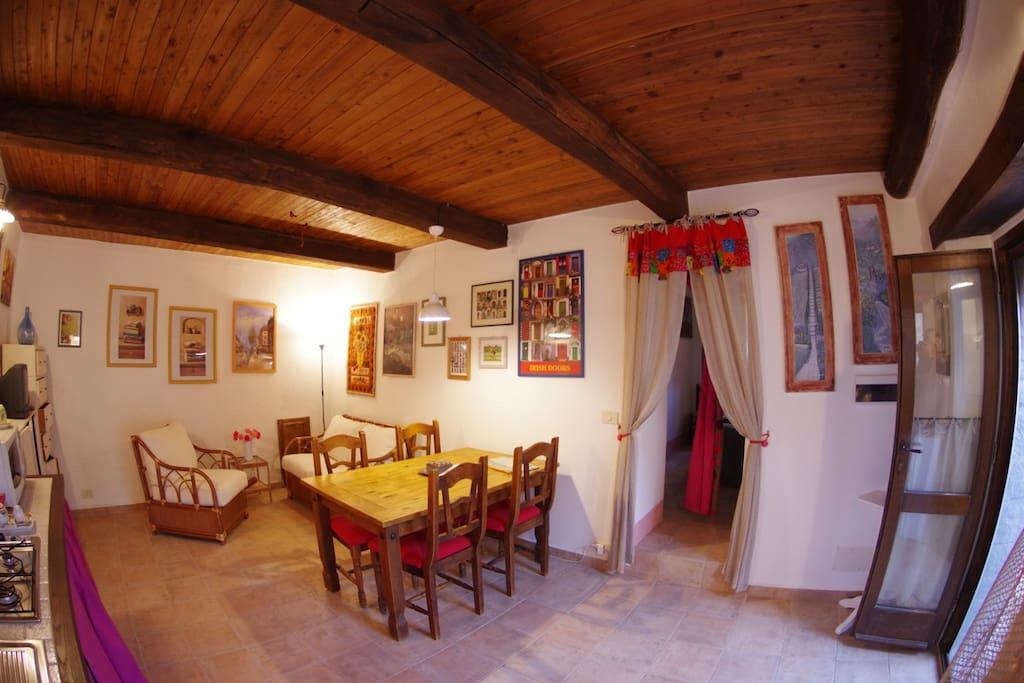 Ancora il soggiorno con angolo cottura - The living room with kitchenette, again