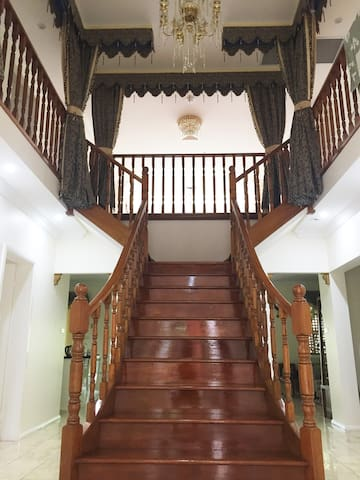 Spacious Sunny room with Queen bed - Carlingford - Villa
