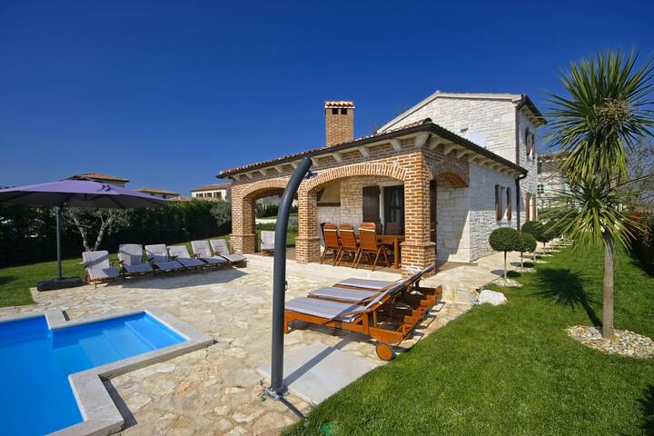 Luxurious Villa Rustica