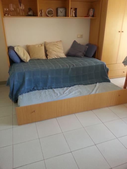 две кровати в студии