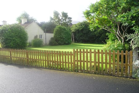 3-Bed Bungalow , Large garden , 1-hour Cork - South Tipperary