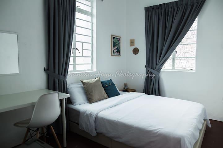 Cozy | Modern | Simple Private Room 5 @ Georgetown