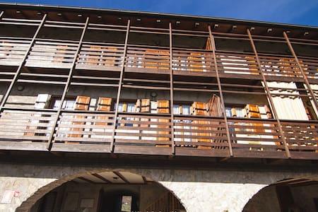 Bilocale a Prada in antico casale - Prada - Wohnung