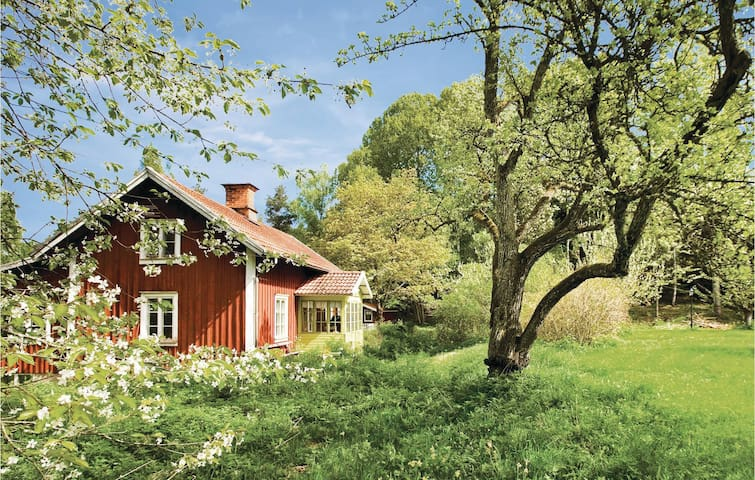 Former farm house with 3 bedrooms on 100 m² in Ålberga