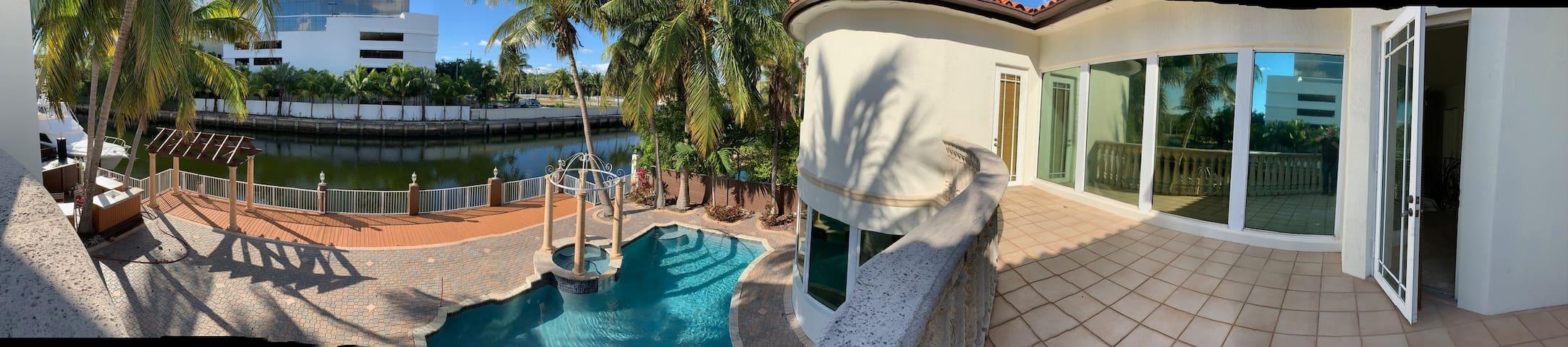 House  Villa Ocean Access,Pool  6 Bed 5 1/2 Baths