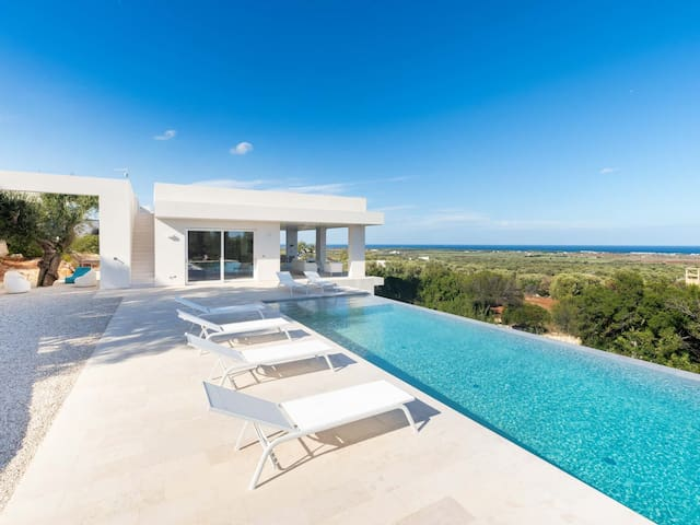 BRAND NEW luxury modern villa with spectacular infinity pool and seaview