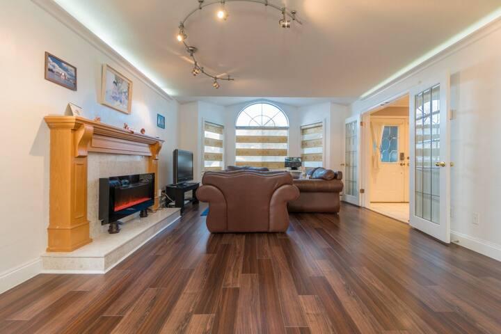 Living Room (公共客厅)