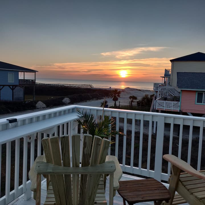 Sunset Sanctuary - Adorable Beach Bungalow with Gorgeous Gulf Views!