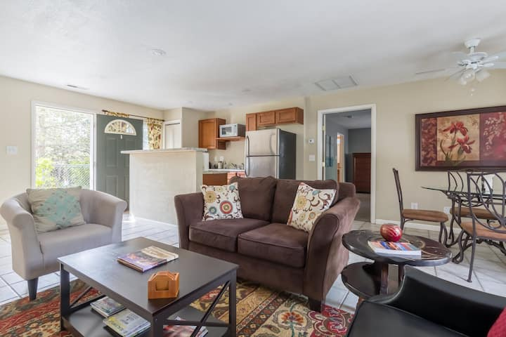 1 BR+Kitchn+HOT TUB! Great Value, Amazing Reviews!