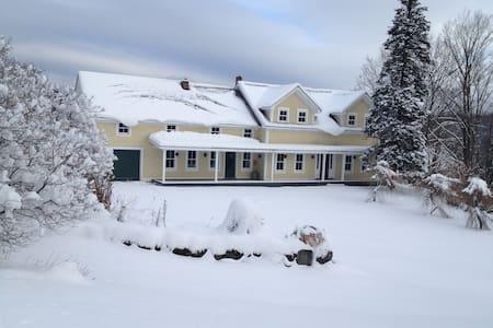 Quintessential Farmhouse in Bucolic Setting - Duxbury - Дом
