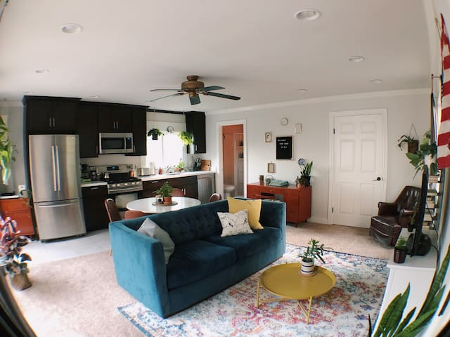 Eclectic Mid-century Downtown Guesthouse