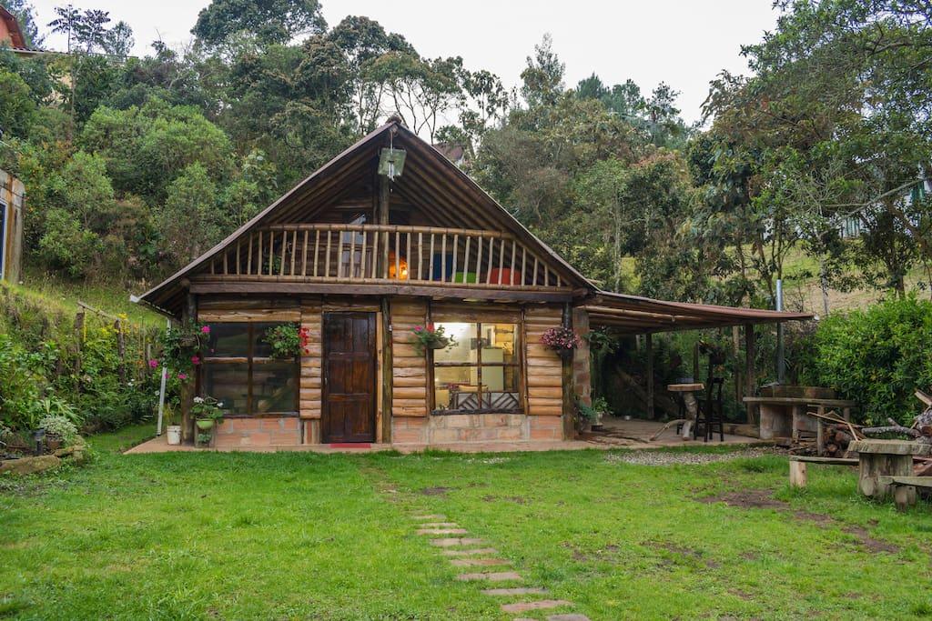 Caba a en el bosque santa elena medellin cabins en for Cocina inglesa de la cabana
