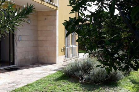 Un tuffo nel blu - luminoso appartamento al mare - Pietra Ligure - Wohnung