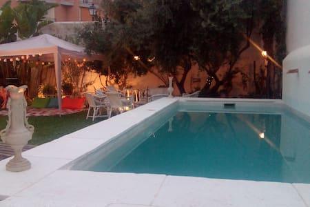 Spacious villa 1500m from the sea - La Xara - Dom