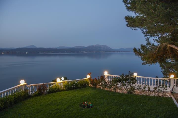 Spacious lux Villa with breathtaking Sea View - Plaka Dilesi - Huis