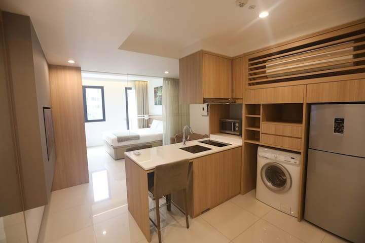 Fully Serviced Luxury Suite at City Fringe B01