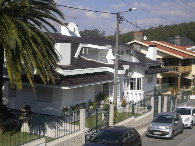 Maison Blanche appartement 1° etage 25 km du Porto - Louredo - Apartment