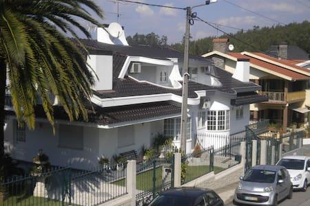 Maison Blanche appartement 1° etage 25 km du Porto - Louredo - Huoneisto
