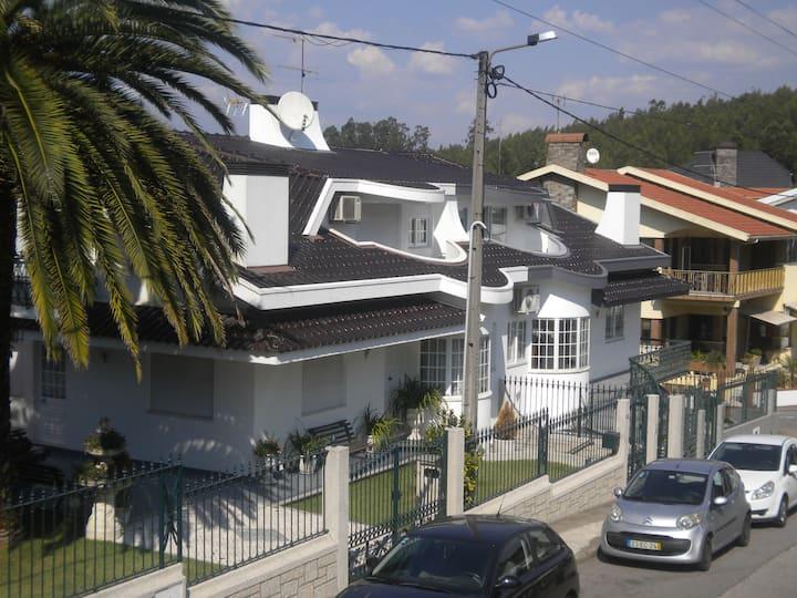 Maison Blanche,  1° étage a 25 km du Porto