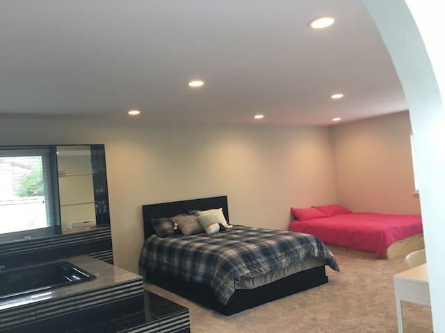 温馨舒适高品质的家庭生活,按摩浴缸风景超大套房