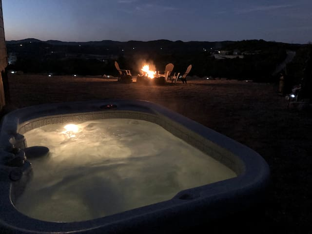 Private | Views | Pet Friendly | Hot Tub | Bandera